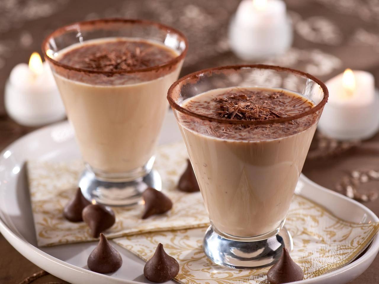 шоколадно-молочный коктейль в блендере