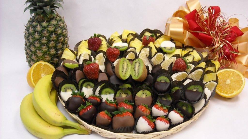 фрукты в шоколаде подача
