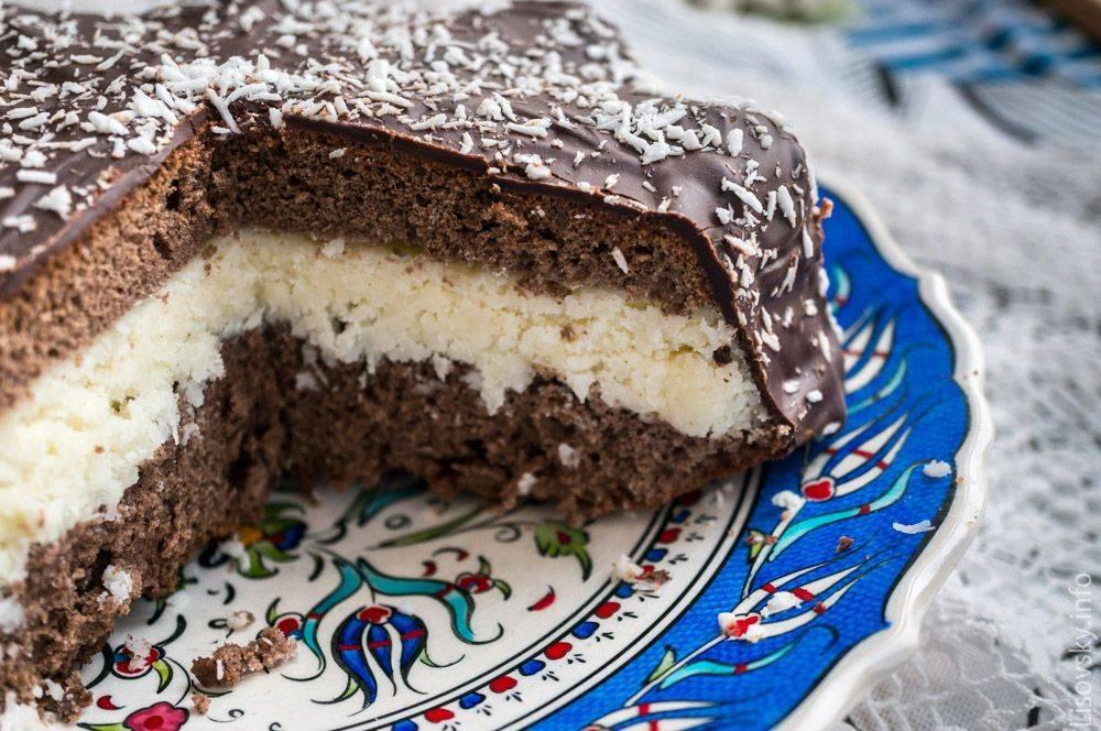 шоколадный торт с кокосовой стружкой