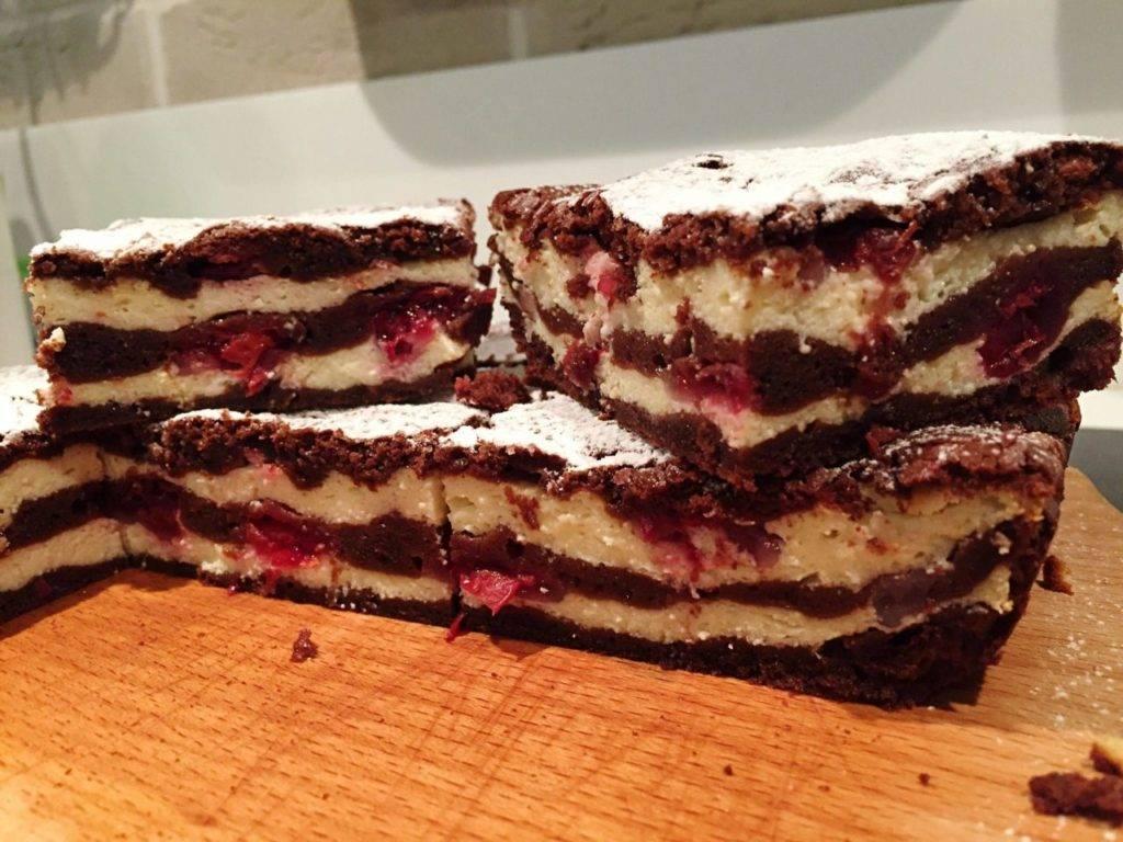 шоколадный торт с вишней и творогом