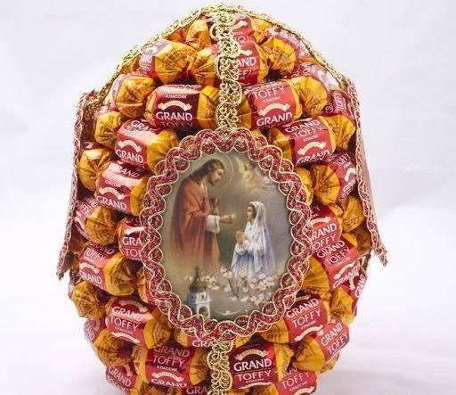 Поделки на Пасху: пасхальное яйцо из конфет